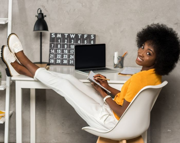 Black blogger Saving 3000 in 6 months with blog